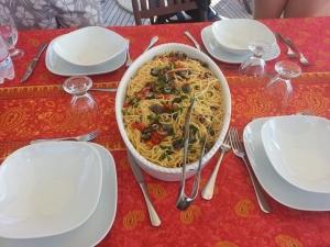 Spaghetti frutti di mare e granchio