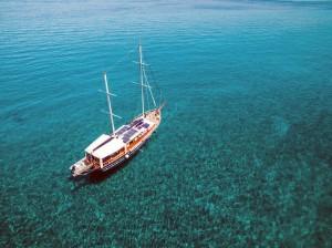 Crociera caicco Eolie: da qualche parte tra le Isole Eolie